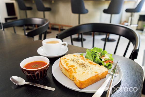 トーストで世界を旅する・円山「ZOUcafe」の焼きたてトースト